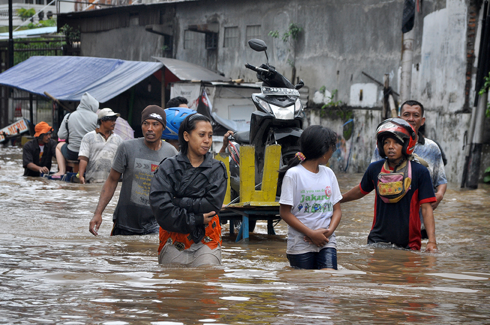 Image of People forced to leave their home due to floodign for Climate Change and the Risk of Displacement in Asia header image blog post