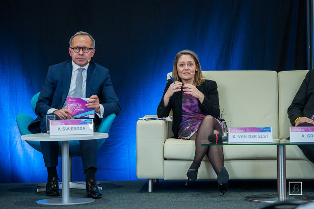 Image of Kristel Van der Elst at a conference used as header for The future of evidence, expertise and think tanks – a foresight perspective on 'evidence-based' decision making blog post